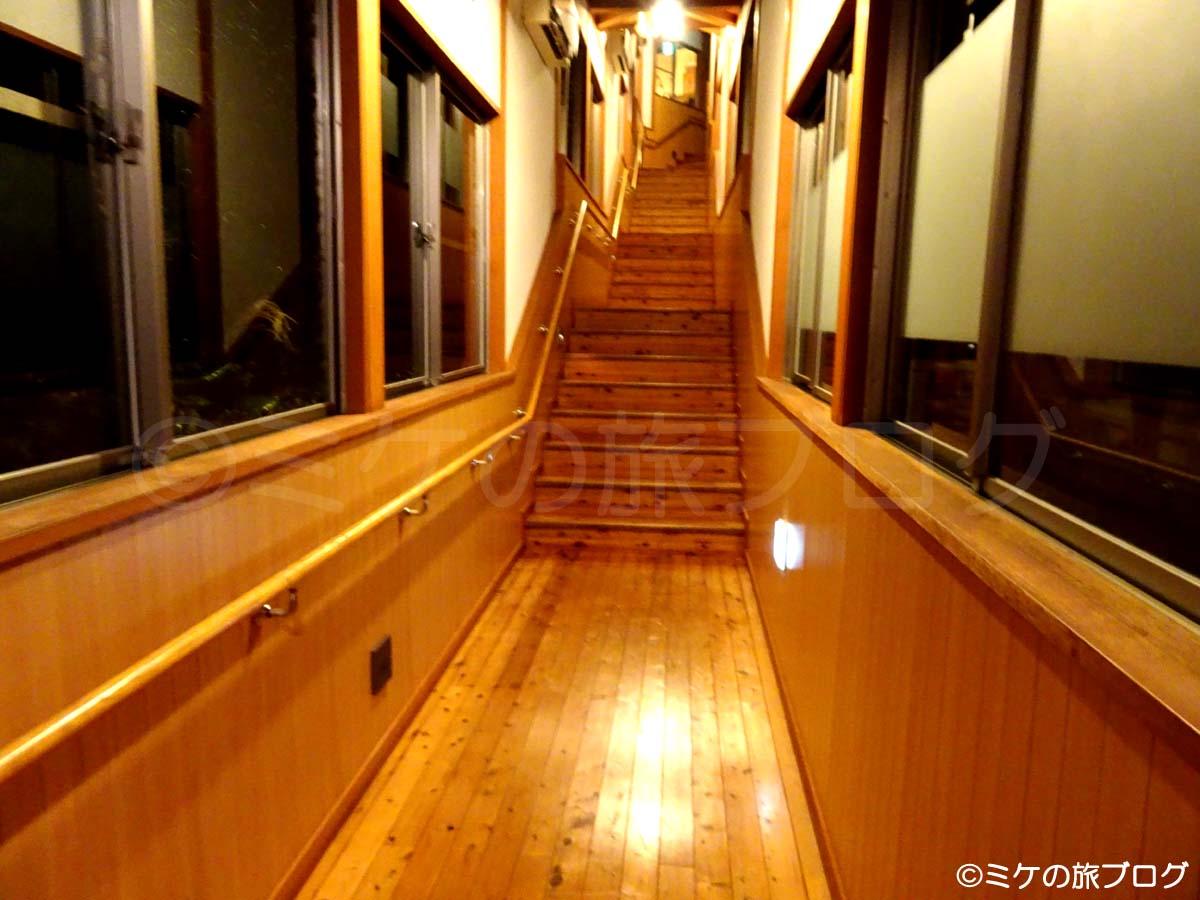 赤沢温泉ホテルと日帰り温泉館の連絡通路