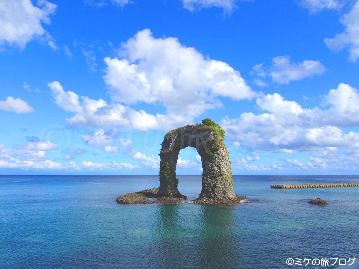奥尻島鍋釣岩