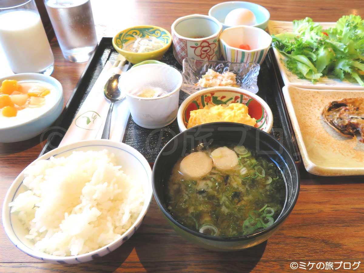 伊東温泉湯の庭の朝食
